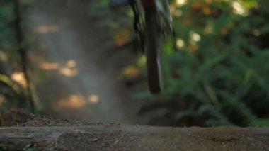 Mountain biker doing jump — Stock Video