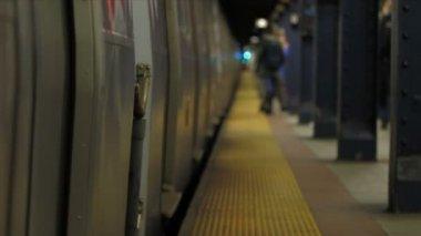 New york subway train departing — Stock Video