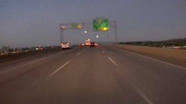 Portland freeway driving at dusk — 图库视频影像
