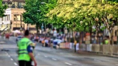 Marathon runners passing by — Stock Video