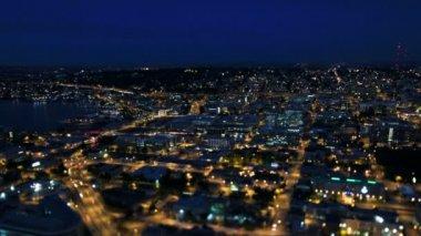Seattle city traffic at night — Стоковое видео