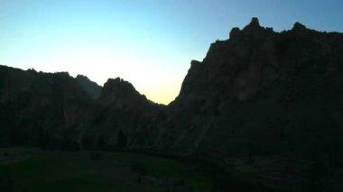 Smith Rocks during sunrise. — Stock Video