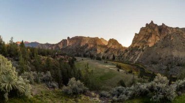 Smith Rocks panning time lapse — Stock Video