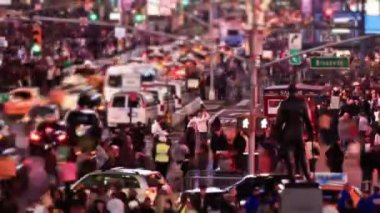 Busy city traffic  of Times Square area — Stock Video