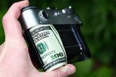 Kamera dolar — Stok fotoğraf