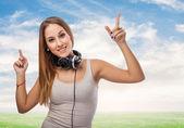 Mulher dançando com fones de ouvido — Fotografia Stock