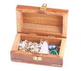 Biżuterią pudełko pełne kamieni — Zdjęcie stockowe