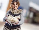 Woman holding bowl of popcorn — Stock Photo