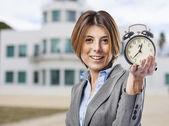 Mulher de negócios com relógio — Foto Stock