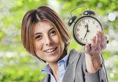 時計を持つ女性実業家 — ストック写真