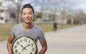 Man holding clock — Stockfoto