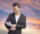Business man using tablet — Stock Photo