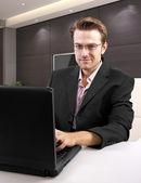 Caucasian male using laptop — Stockfoto