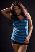 拉丁语的女孩穿着蓝色的衬衫 — 图库照片