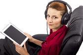 Ver programação streaming de mulher — Fotografia Stock