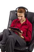 Женщина смотреть потоковое программирование — Стоковое фото