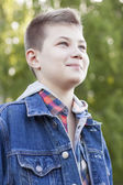 Young boy smiling in the park — Stock Photo