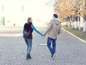 Young couple in autumn city — ストック写真