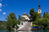 Bled island with its steep staircase, Lake Bled, Slovenia. — Stockfoto