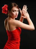 美丽的女人,孤立的黑色背景上的肖像 — 图库照片