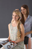 Young woman hairdresser do hairstyle girl in salon — Stockfoto