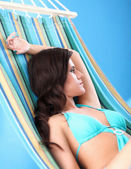Young woman relaxing in hammock — Stock Photo