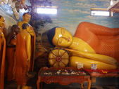 Giant statue of sleeping Buddha in Sri Lanka — Stock Photo