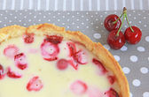 Cherry and strawberry tart with sour cream — Foto de Stock