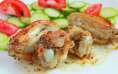 Baked chicken wings with vegetable salad — Stock Photo