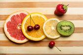 Mezcla de frutas fresca y frutas. alimentos sanos — Foto de Stock