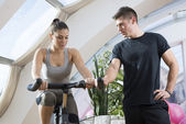 Couple in a gym — Stockfoto