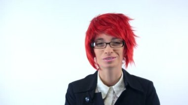 Woman in red wig talking to camera — Vídeo de Stock