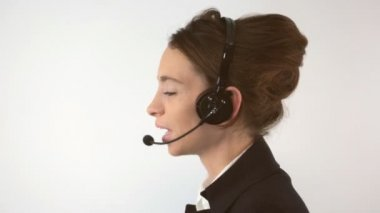 Support woman talking with a headset — Stock Video