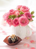 Pink roses with candy — Stock Photo
