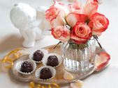 Roses with chocolate candies — Stock Photo