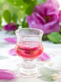 Rose liquor — Stock Photo