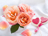 Roses and hearts — Stock Photo
