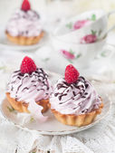 Cupcakes with chocolate and raspberry — Stock Photo