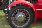 Eski model araba tekerleği — Stok fotoğraf