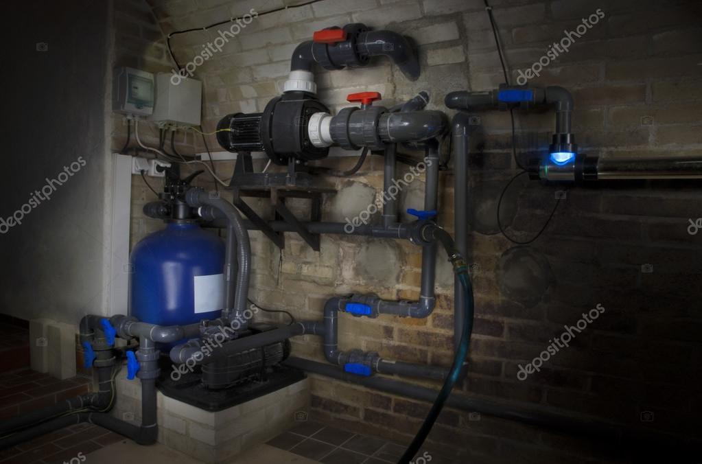 filtersystem f r schwimmbad uv lampe und rohre stockfoto susha 48373489. Black Bedroom Furniture Sets. Home Design Ideas