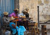 Street musicians in Plaza de la Catedral, HAVANA, CUBA. — Stock Photo
