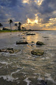 Beach scene with dramatic sunset, cuba — 图库照片