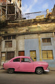 Old havana facade and vintage car — Stock Photo