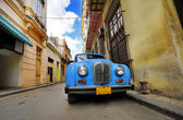 Old car in colorful Havana street — Stock Photo