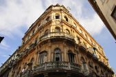 Vintage Havana building facade — Stock Photo
