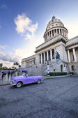 Old car and Capitol building in havana city, November 2009 — Stock Photo