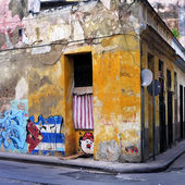 Grunge building wall in havana — Stock Photo