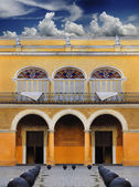 Old Havana colonial building — Stock Photo