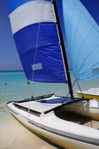 Cuban beach and saling boat — Stock Photo