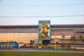 Old factory in Havana with the image of Fidel Castro — Foto Stock